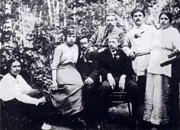 At the Malevich dacha (second house in the country) around 1915. Centre, with pipe: Vladimir Tatlin. Behind him: Ivan Klyun, on the right, Malevich and his second wife Sofia Rafakwich.